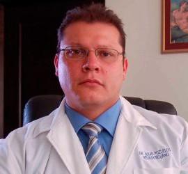 Dr. Julio Luis Pozuelos, neurocirujano en Guatemala